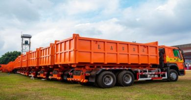 Sanwo-Olu boosts waste collection in Lagos with new trucks, waste bins